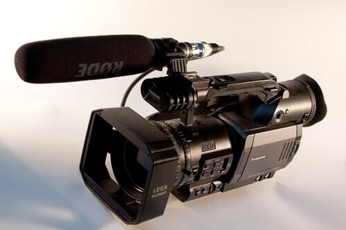 Best-Of-The-Cheaper-Microphones-Built-in-Mic-on-Camera