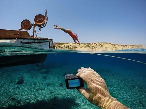 Best-Vlogging-Cameras- Under-300-GoPro-Hero5-Underwater